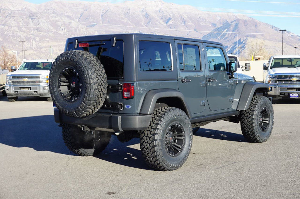 amazing 2017 jeep wrangler rubicon jeep rubicon 4x4 4 door hardtop unlimited manual custom new. Black Bedroom Furniture Sets. Home Design Ideas