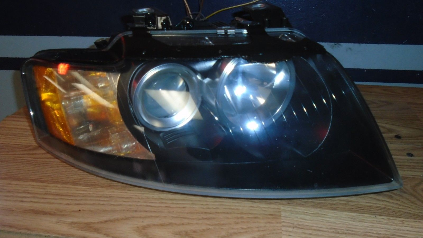 Great Audi A4 Convertible Cabriolet Passenger Xenon Headlight 2003