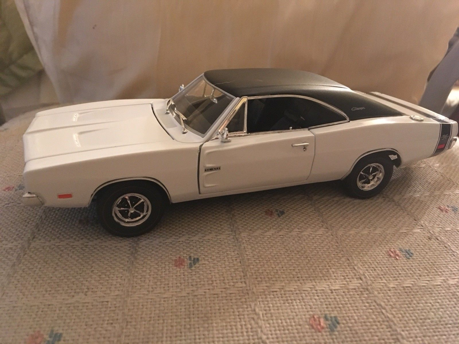 1 24 Built Testors Lincoln Mint 1969 Dodge Charger Rt White Black Model 2017 2018 Is In Stock And For Sale 24carshop Com