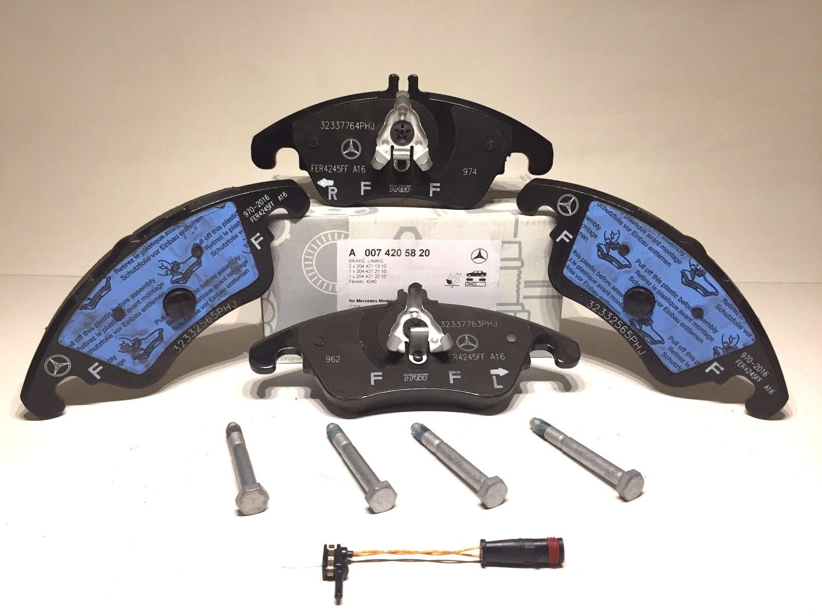 Mercedes Benz Front Brake Pad Set W// Sensor Genuine C250 C300 E550 E350 4MATIC